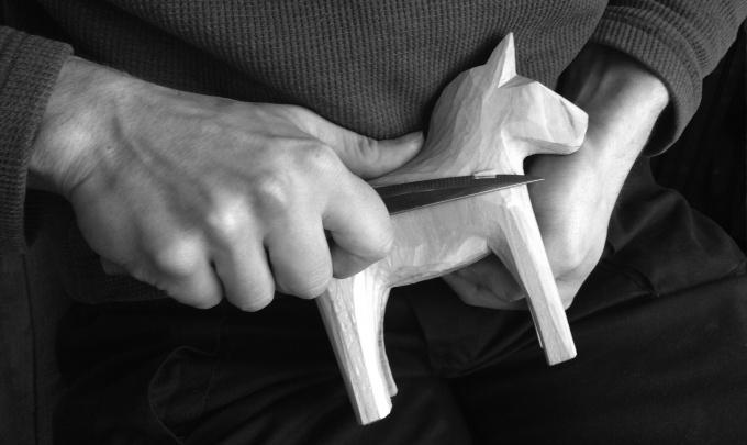 dala horse carving.jpg